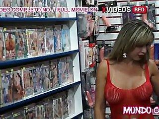 Loira gostosa fazendo sexo..