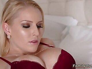 Slut in stocking takes thick..